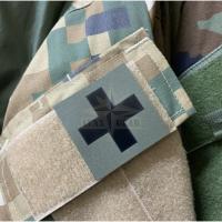Mediķa krusta zaļā uzšuve ar Velcro, IR